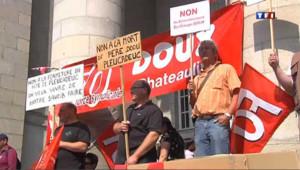 Les salariés de Doux manifestent leur inquiétude, le 27 juillet 2012.