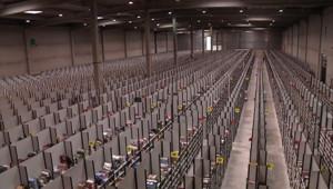Un centre de stockage d'Amazon.