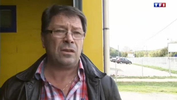 L'un des deux garagistes en Dordogne qui a retrouvé le bébé déshydraté dans le coffre d'une voiture.