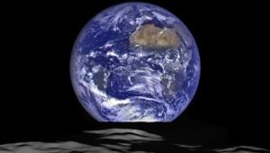 Lever de Terre photographié depuis la Lune par une sonde américaine