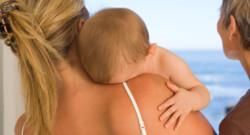 Un bébé et sa maman