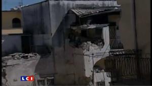 Un immeuble s'effondre en Italie: les images
