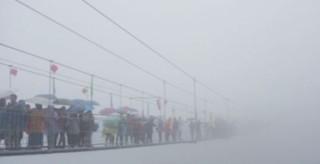 Les yeux dans l'actu : un pont de verre de 300 mètres inauguré, gare aux vertiges