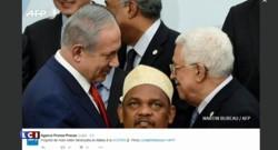 """La poignée de main Abbas/Netanyahu """"photobombée"""" par le président des Comores"""