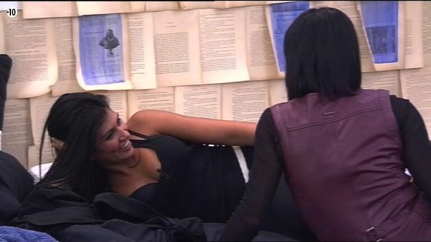 Jess rassure sa maman en lui disant qu'elle ne compte pas se prendre la tête sur son histoire avec Vincent.