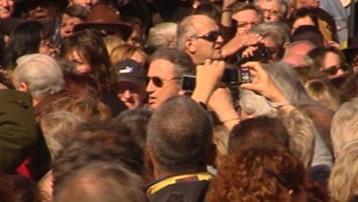 Michel Drucker aux obsèques de Jean Ferrat, le 16 mars 2010, à Antraigues-sur-Volane