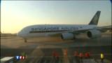 L'A380 reste cloué neuf heures au sol