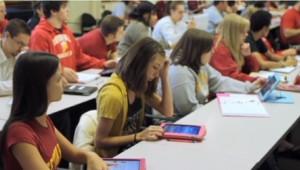 Image d'illustration. iPads, cours, école, enseignants.