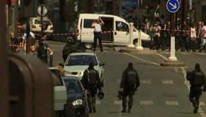 Périmètre de sécurité pour retrouver les braqueurs d'une agence bancaire Fortis, rue Monge, à paris, le 18 août 2009