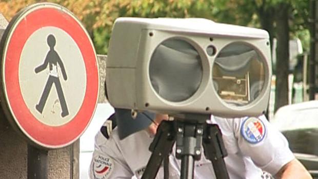 Radar mobile dans une rue de Paris (août 2008)