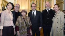 Francois Hollande entouré d'Agnès Varda, Thierry Fremaux, Fleur Pellerin, Jacques Audiard et Emmanuelle Bercot au ministère de la Culture le 1er juin 2015.