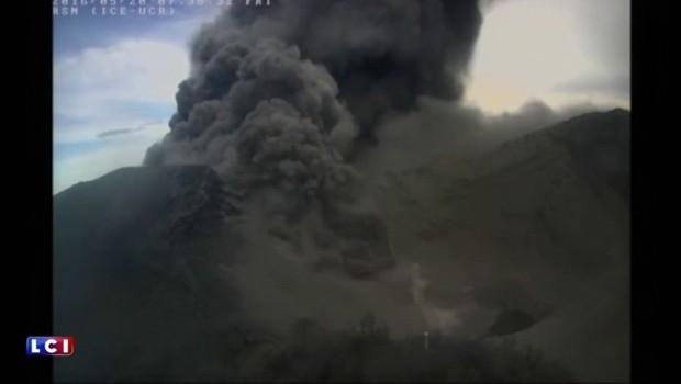 Impressionnante éruption volcanique au Costa Rica