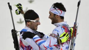 Jean-Guillaume Beatrix, médaillé de bronze, et Martin Fourcade, champion olympique de poursuite (12,5 km) à Sotchi, le 10 février 2014.