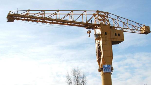 Père privé du droit de voir son fils occupant une grue géante sur le site des anciens chantiers navals de nantes (16 février 2013)