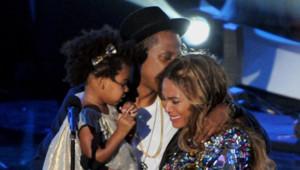 Beyonce, Jay-Z et leur fille Blue Ivy sur la scène des MTV Video Music Awards, le 24 août 2014.