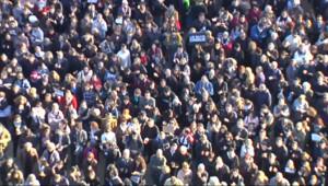 Le 13 heures du 12 janvier 2015 : Près de deux milions de personnes dans une manifestation historique à Paris - 2214.032