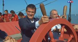 Manuel Valls, en visite samedi matin à bord du trois-mâts L'Hermione au large de La Rochelle