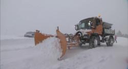 Le 20 heures du 31 janvier 2015 : Dans les Pyrénées, les professionnels tentent de déblayer des tonnes de neige - 634.215