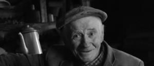 """A 83 ans, il vit comme """"avant"""", sans eau ni électricité"""