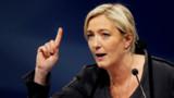 """Marine Le Pen: les camps nazis, """"summum de la barbarie"""""""