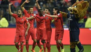 Les Parisiens célèbrent leur victoire en finale de la Coupe de la Ligue