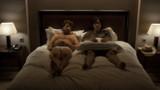 Do Not Disturb : François Cluzet et Yvan Attal veulent coucher ensemble ! (Vidéo)