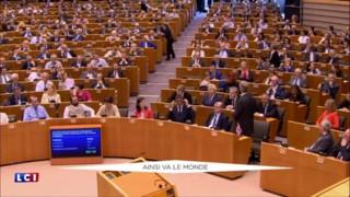 Brexit : Nigel Farage fait le show au Parlement Européen