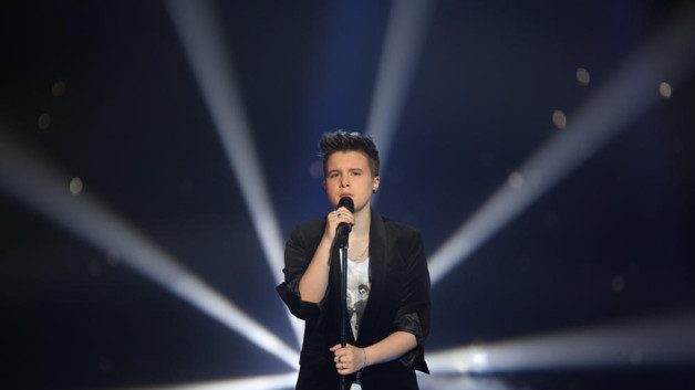 Lois, lue finaliste, a interprt en direct  When I was your man  de Bruno Mars pour The Voice 2 lors de la demi finale du 11 mai 2013