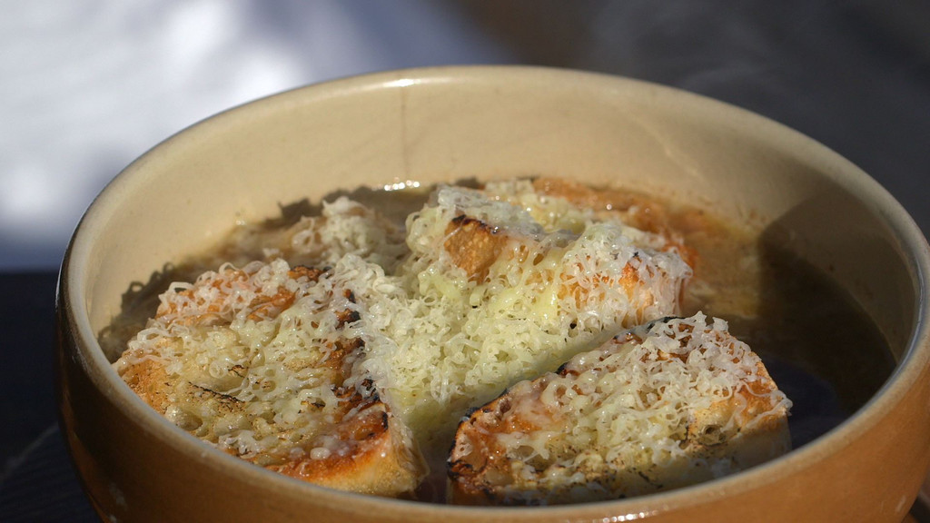 La soupe l 39 oignon petits plats en equilibre mytf1 - Recette cuisine tf1 petit plat en equilibre ...