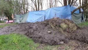 De la boue déversée sur un campement de roms