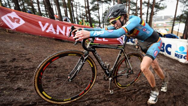La Belge Femke Van den Driessche lors des Championnats du monde de cyclo-cross en janvier 2016