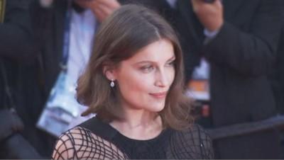 Laetitia Casta sur le tapis rouge de Cannes pour la projection du film des frères Dardenne.