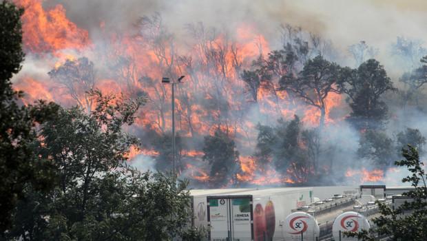 http://s.tf1.fr/mmdia/i/70/3/espagne-un-immense-incendie-s-approche-de-la-jonquere-ville-proche-10737703bpvoq_1713.jpg