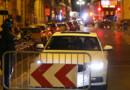 Des forces de l'ordre contrôlent un véhicule quelques heures après l'attentat de Nice, survenu le 14 juillet 2016