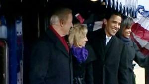 , Barack Obama est arrivé samedi soir à la gare de Washington, au terme d'un voyage triomphal en train entre Philadelphie et la capitale, où il sera investi mardi 44e président des Etats-Unis.