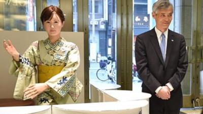 Capture d'écran Le Monde / Une hôtesse androïde dans un magasin à Tokyo.