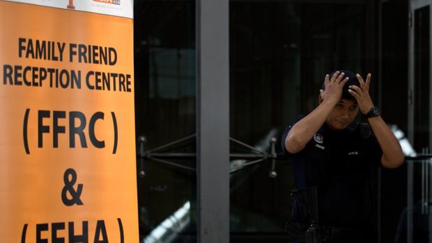 Cellule de crise mise en place à l'aéroport de Kuala Lumpur après la disparition du vol de Malaysia Airlines, 8/3/14