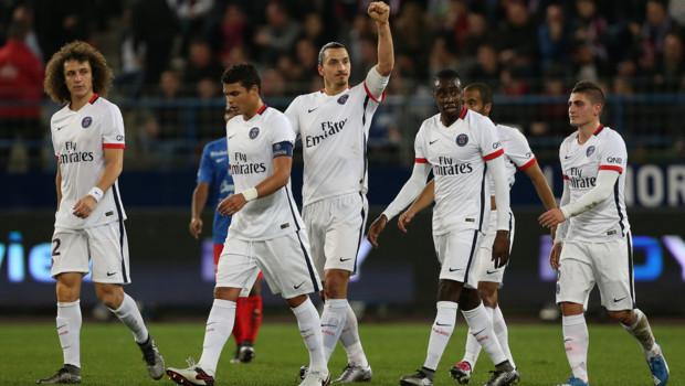 Zlatan Ibrahimovic célébrant son 15e but en Ligue 1 cette saison avec le PSG.