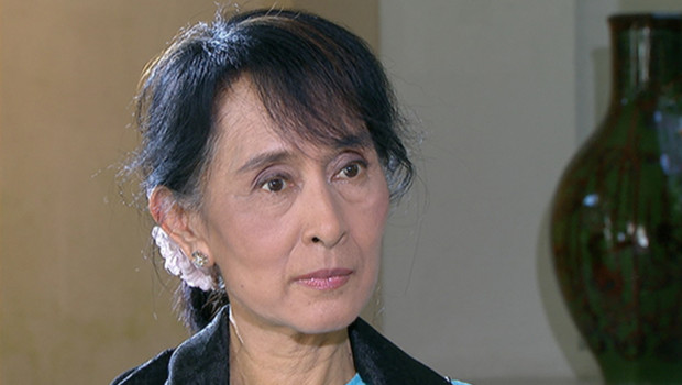Interview sur TF1 d'Aung San Suu Kyi en visite à Paris