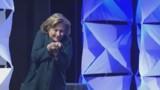 """Hillary Clinton victime à son tour d'un """"lancer de chaussure"""""""