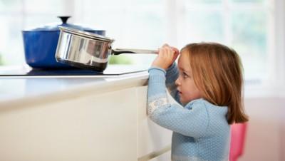 accident quotidien brûlure enfant cuisine vie