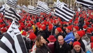 La manifestation des Bonnets Rouges à Quimper a rassemblé entre 15 000 et 30 000 personnes