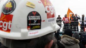 Le candidat socialiste à l'élection présidentielle, François Hollande, sur le site de Florange d'ArcelorMittal, le 24 février 2012