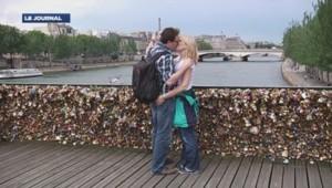 Paris veut troquer les cadenas d'amour contre des selfies, notamment sur le Pont des Arts.