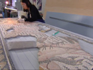 Le 20 heures du 26 février 2015 : Le savoir-faire unique de la ville d'Arles dans l'art de la mosaïque - 1981.6662734375