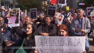 """Turquie : accusé de """"museler"""" l'opposition, Erdogan divise le pays"""
