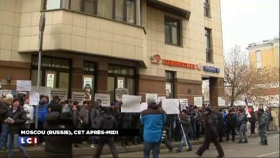 Avion russe abattu : l'ambassade turque en Russie prise à partie par des manifestants