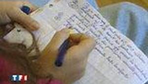 Enfant avec cahier d'école
