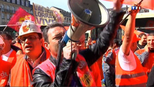 Manifestation de métallos de Florange le 8 mai devant le siège d'Arcelor au Luxembourg