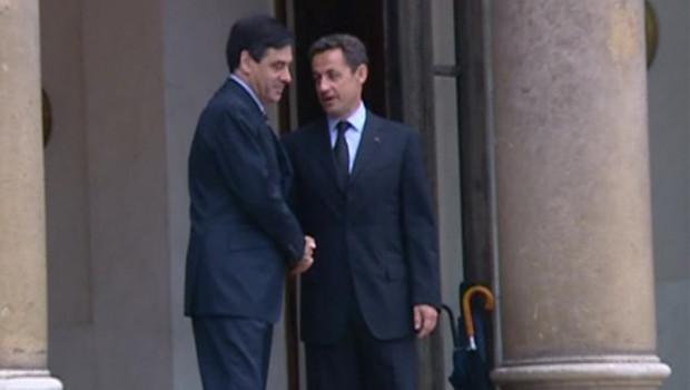 Nicolas Sarkozy et François Fillon sur le perron de l'Elysée, jeuid matin